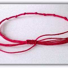 Оберег Красная нить на запястье руки - зачем носят и как сделать самостоятельно