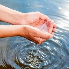 К чему снится вода на полу во сне по различным сонникам
