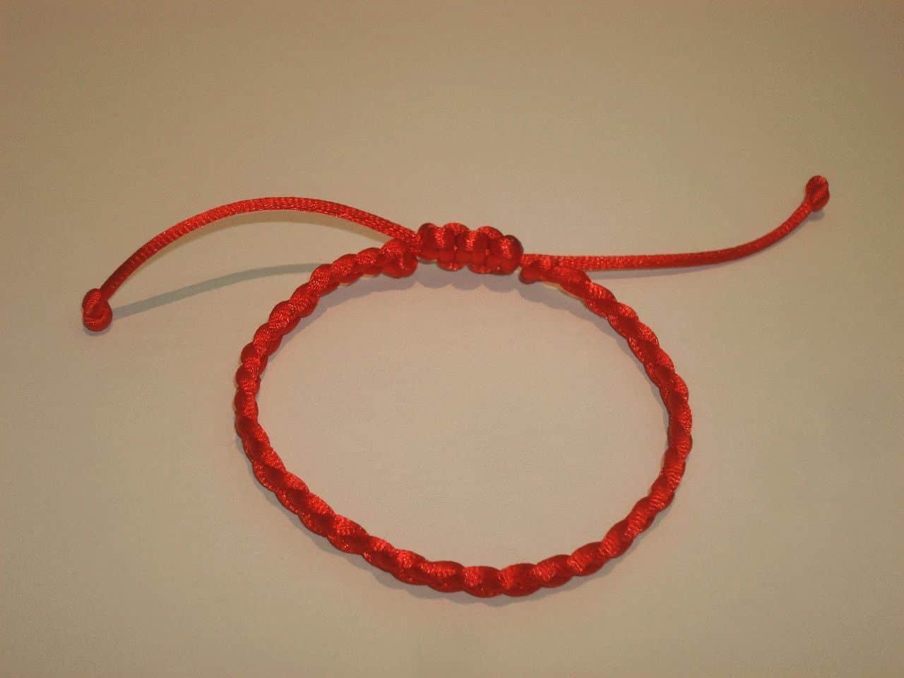 Оберег для новорожденных своими руками крючком красными нитками 6
