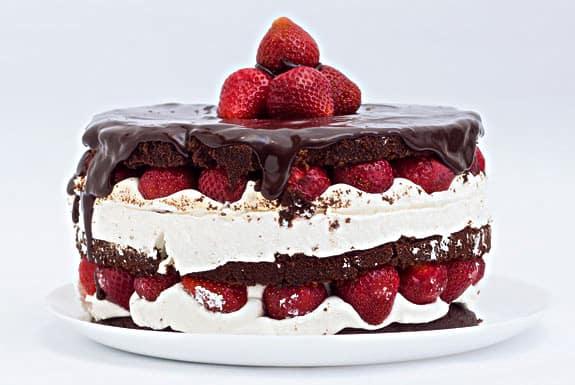 К чему снится торт во сне для женщины: сонник картинки
