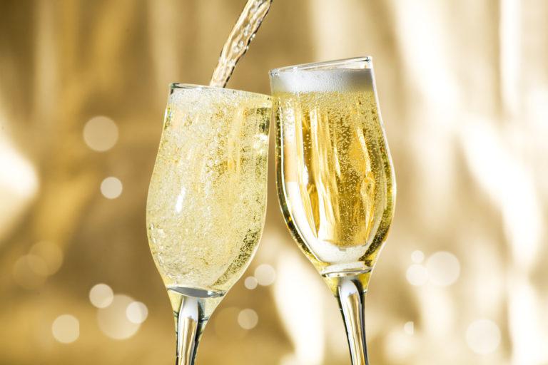 Бокал с шампанским открытка 488