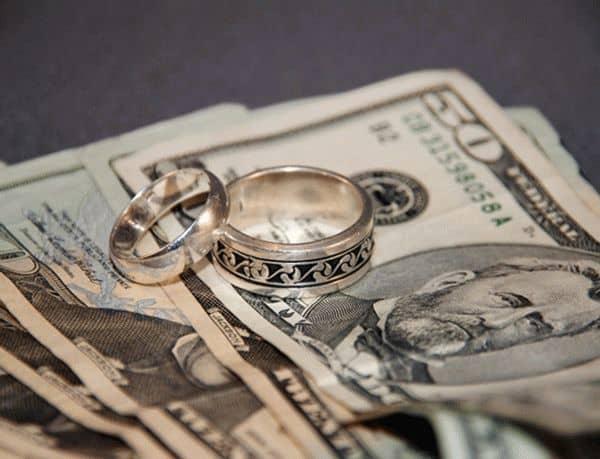деньги и укращения