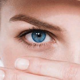 К чему чешется левый, правый глаз, оба глаза сразу по дням недели: народные приметы и суеверия. Что означает, если чешется левый глаз и правый глаз?