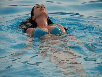 Сонник: к чему снится плавать в бассейне?