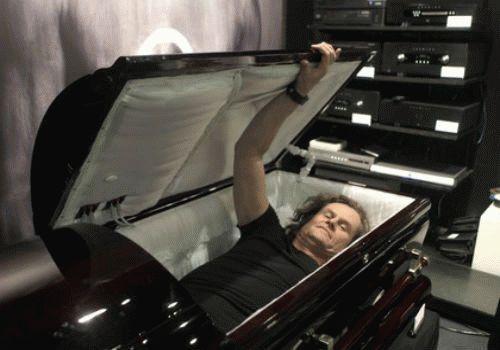 К чему снится открытый гроб с покойником?