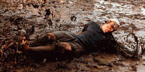 Что значит упасть в грязь во сне?