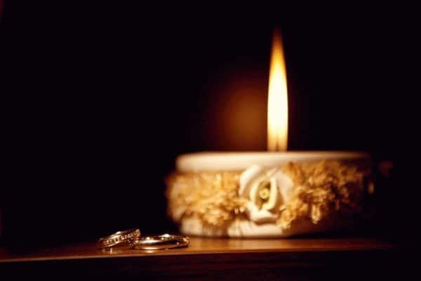 зажгите свечу и избавьтесь от лишних мыслей