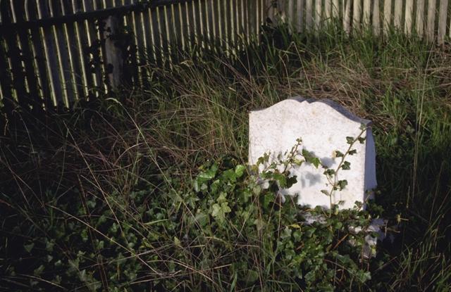 Как снять порчу на одиночество на кладбище