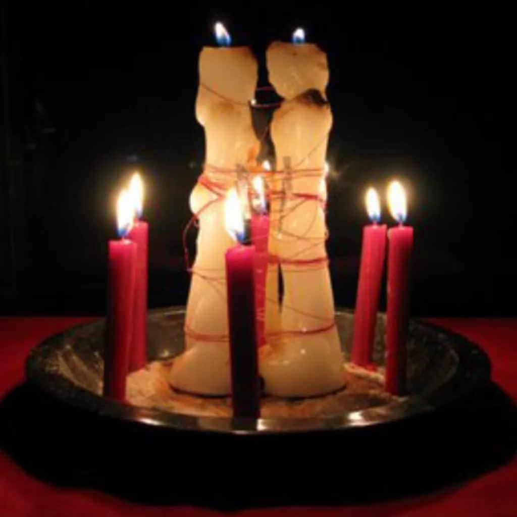 приворот на две скрученные церковные свечи кто делал
