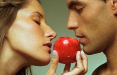 как приворожить парня без последствия ритуал с яблоком