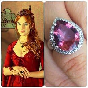перстень с розовым султанитом у Гюрем