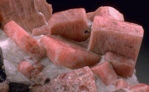 Камень родонит - свойства лечебные магические знак зодиака