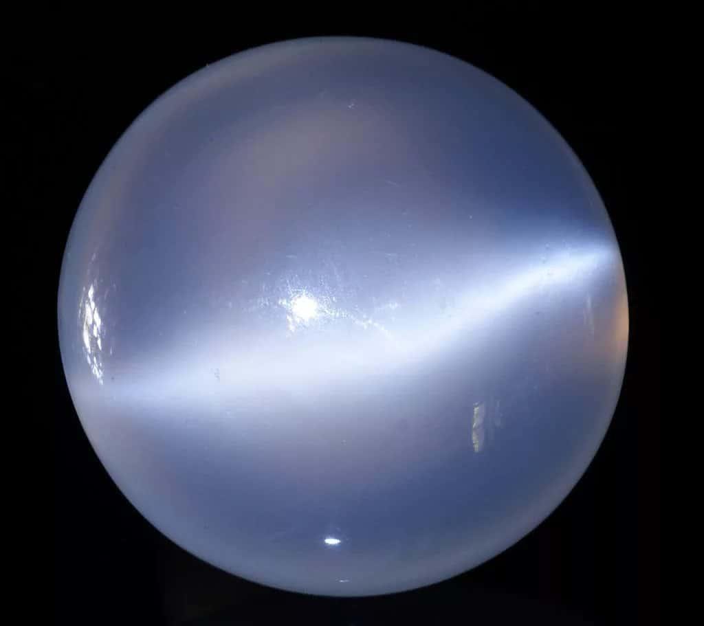 Фото, волшебные свойства лунного камня, сфера его применения