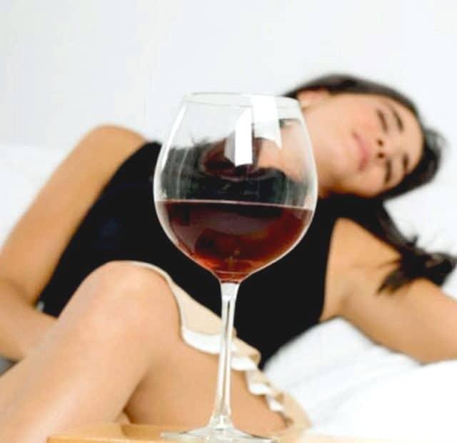 Алкоголь во снах: толкование из популярных сонников