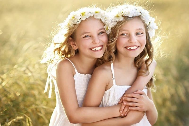 Приснились близнецы: толкование по сонникам