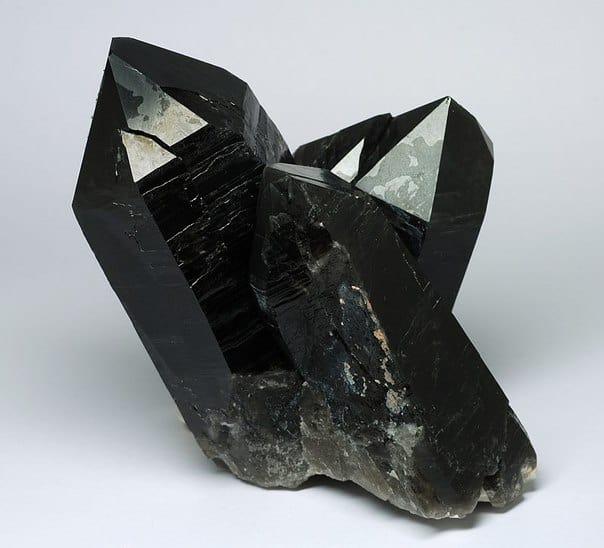 камень морион - талисман магов
