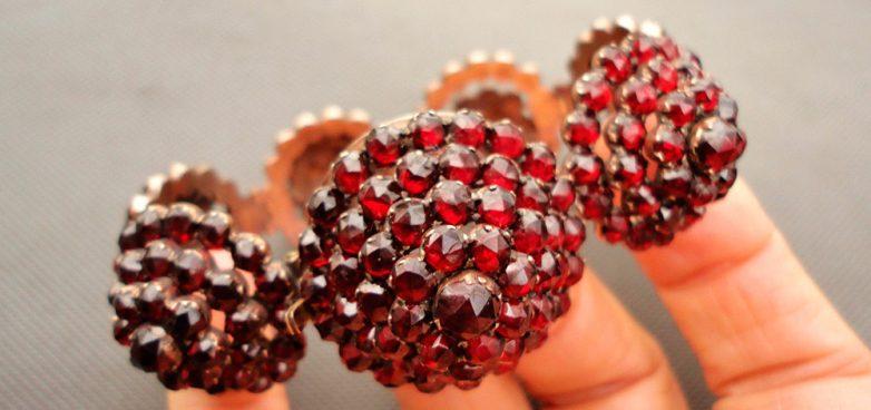 камень карбункул - талисман любви