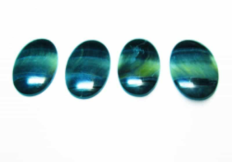 камень глаз соколиный