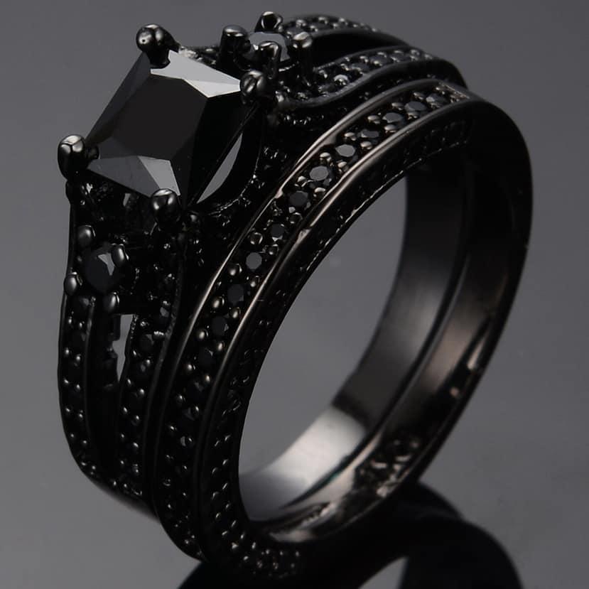 кольцо с черным сапфиром