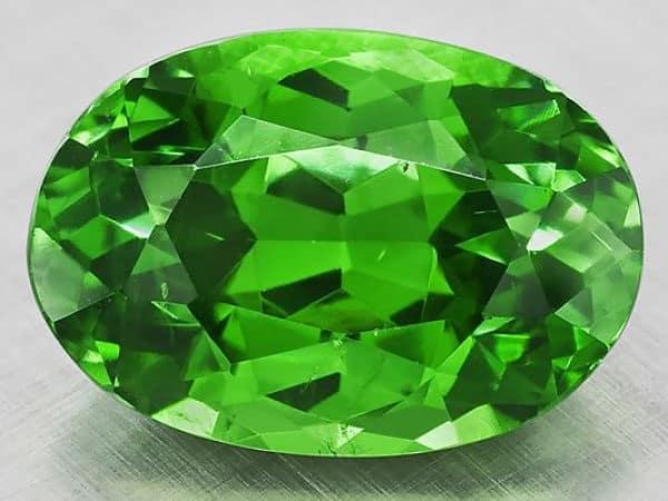 камень оливин