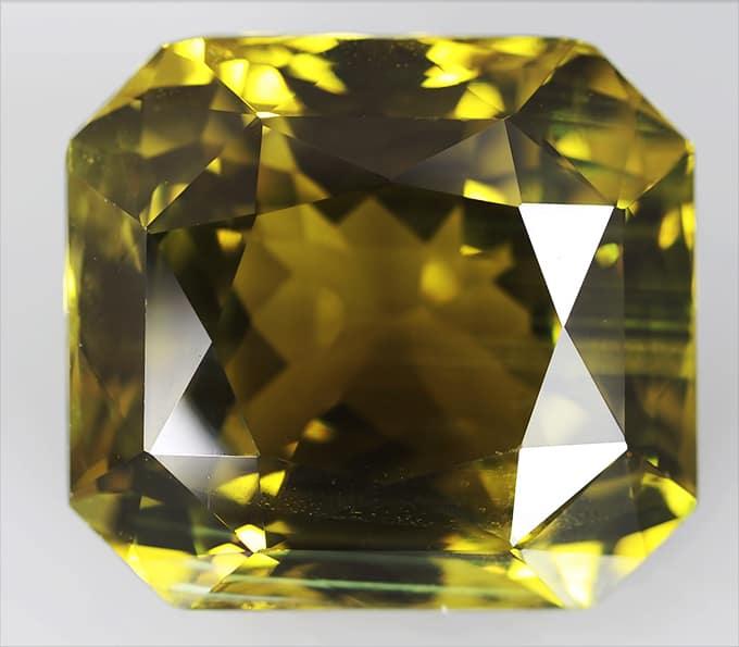 Камень хризоберилл: от чего поможет исцелиться