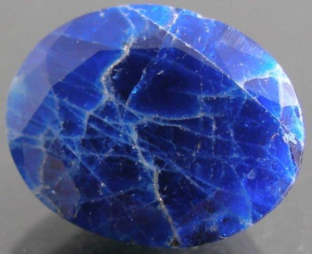 камень содалит фото