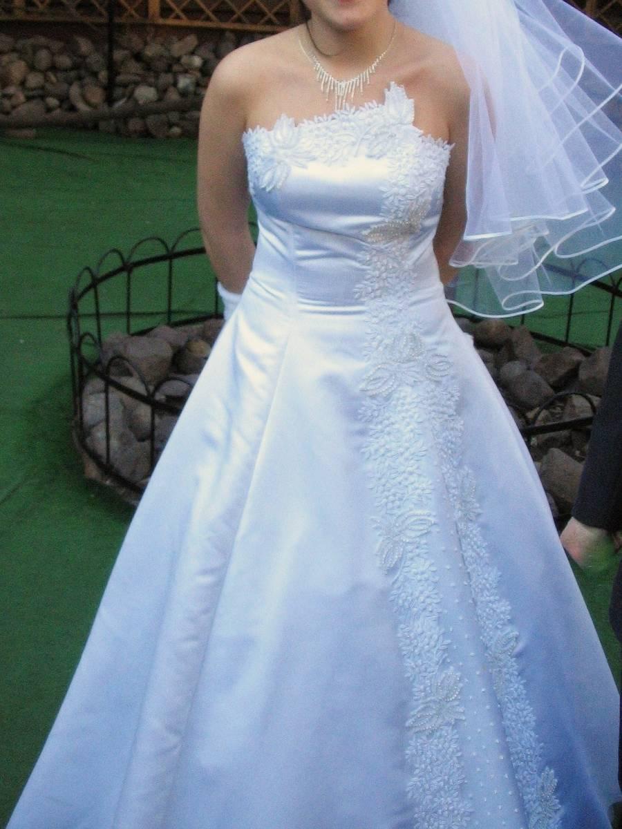 Бело платье