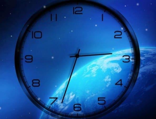 Часы на синем воне