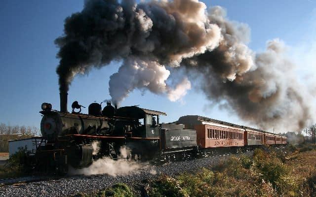 Приснился поезд, как толковать по разным сонникам