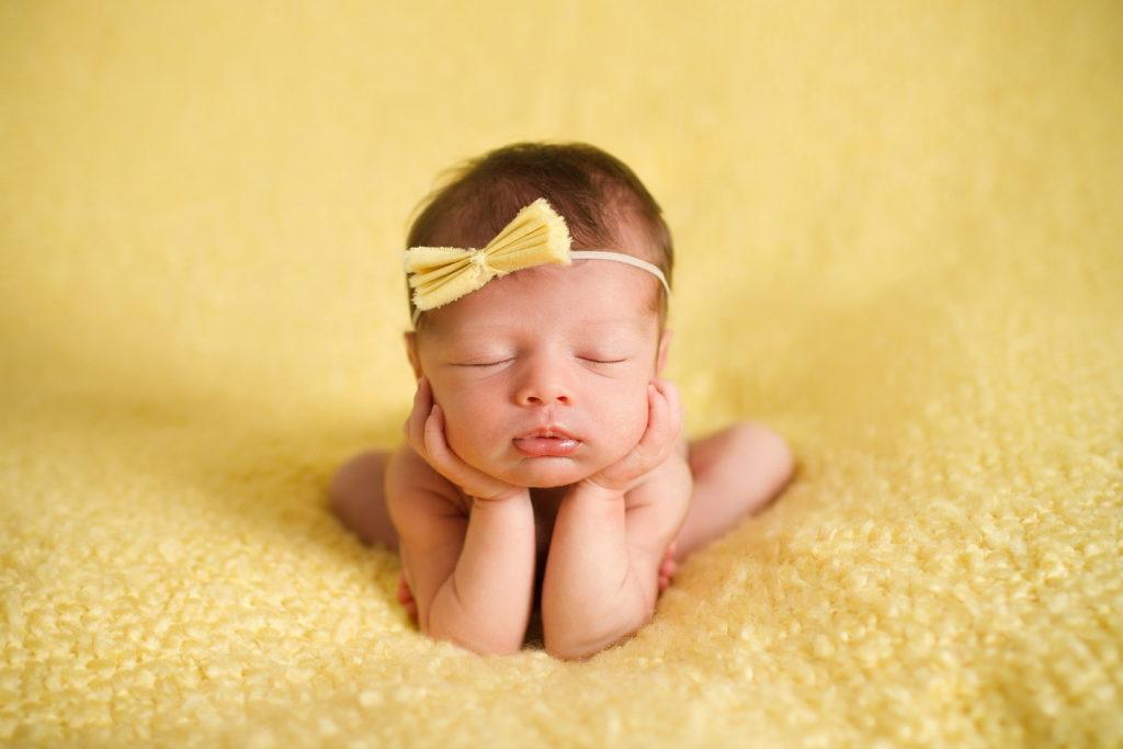 К чему снится новорожденная девочка по сонникам