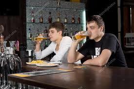 Во сне пью пиво: что это значит по разным сонникам