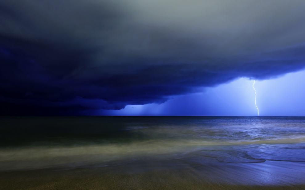 Синие тучи и молния