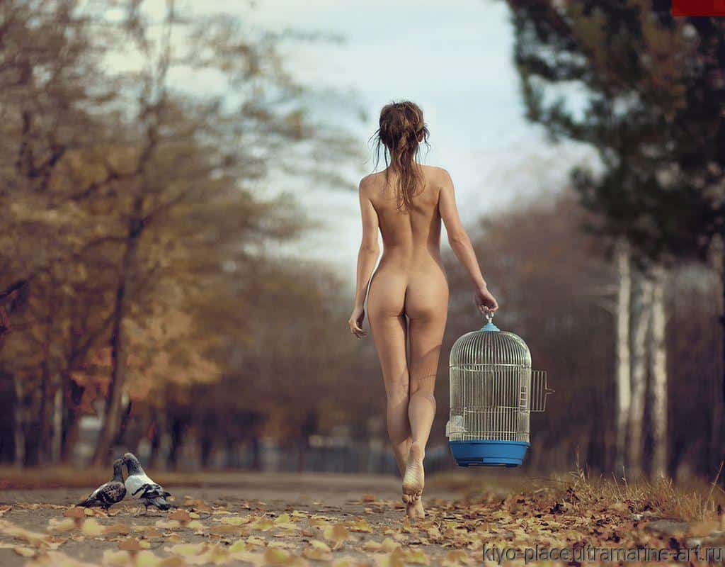 Naked girls living nude life