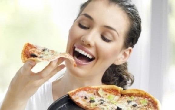 Кушаем пиццу