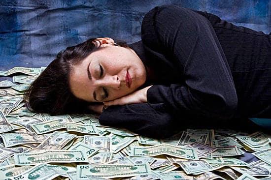 Спать на деньгах