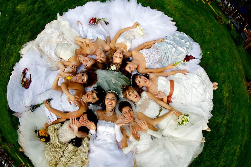 Девушки на свадьбе