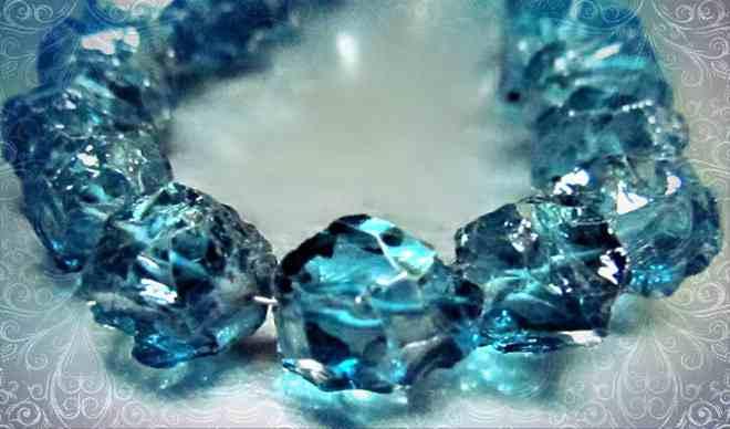 Какие мистические свойства присущи камню топаз