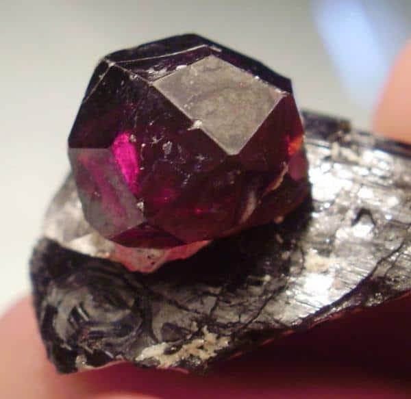Камень гранат - магические свойства и кому подходит