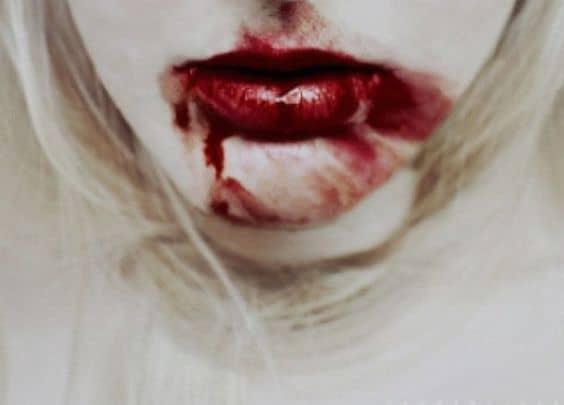 К чему снится кровь изо рта по сонникам Фрейда, Миллера, Ванги