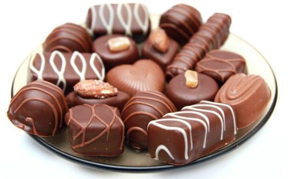 Приснились конфеты: особенности толкования по сонникам
