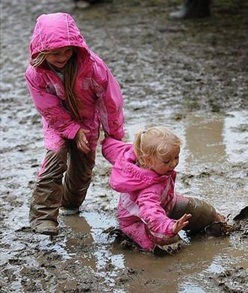 Дети в луже