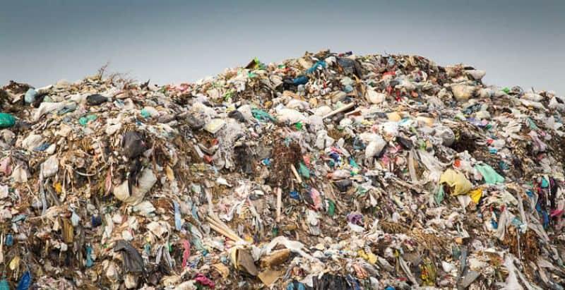 Приснился мусор и старый хлам — как правильно толковать по сонникам