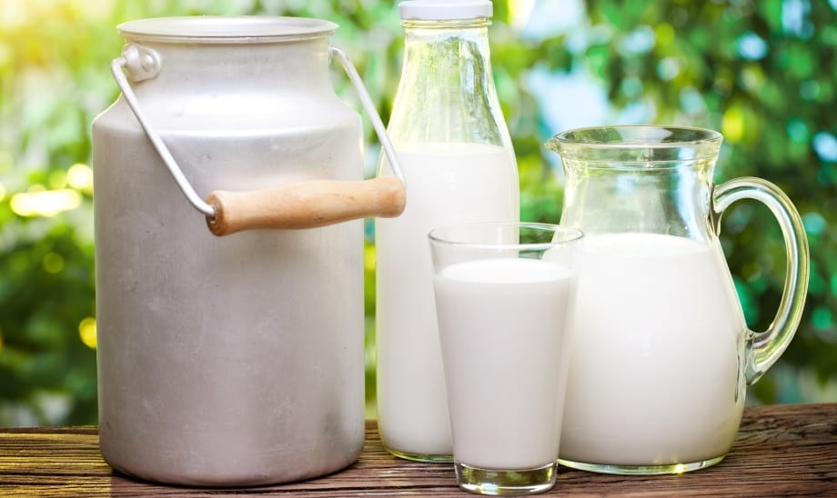Молоко на столе