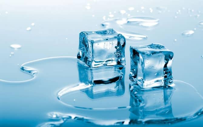 Тает лед