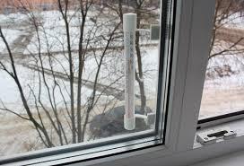 Градусник на окне