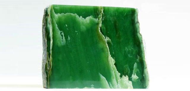 Камень нефрит - кому подходит из знаков зодиака, какими свойствами обладает