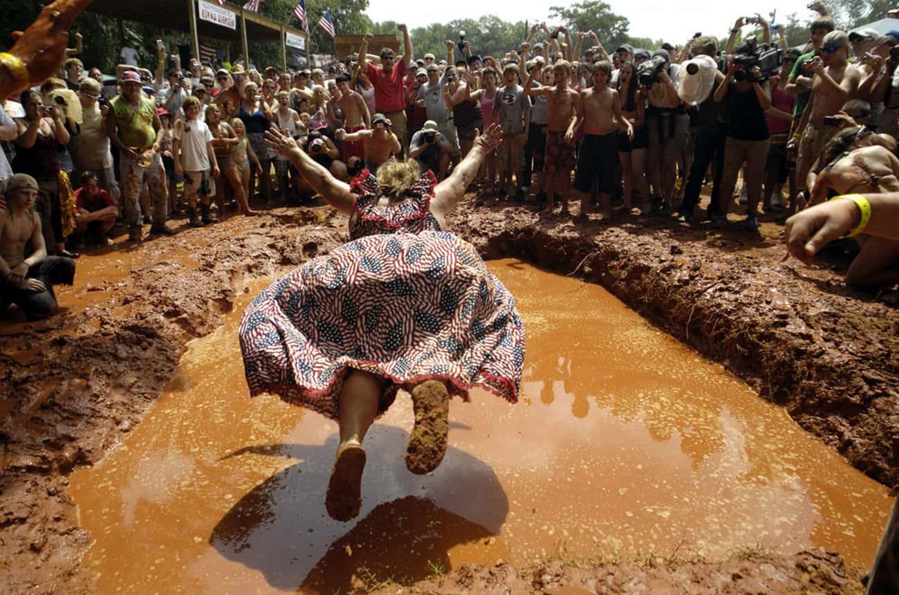 Прыжок в яму грязи
