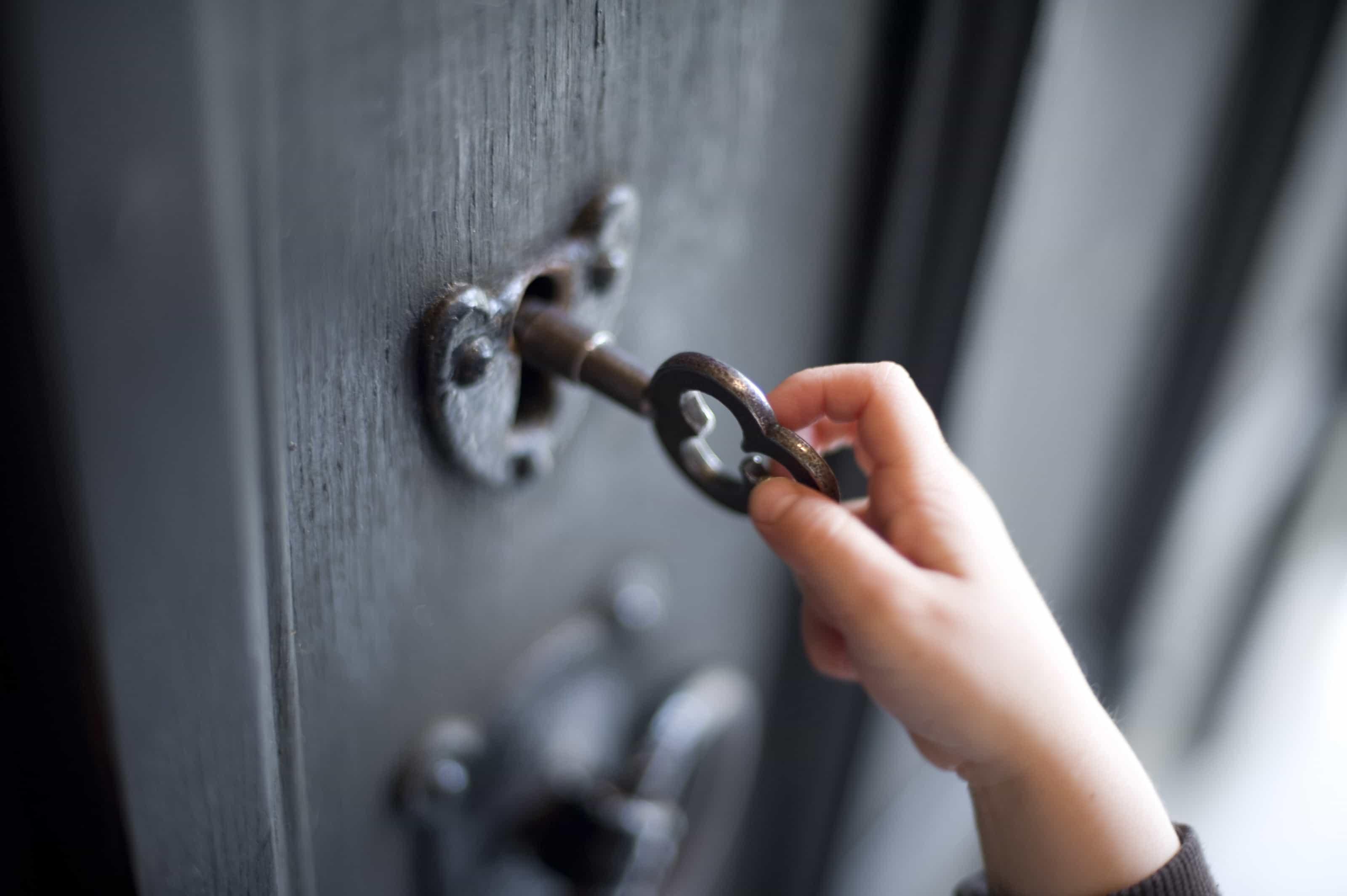 Открываем двери