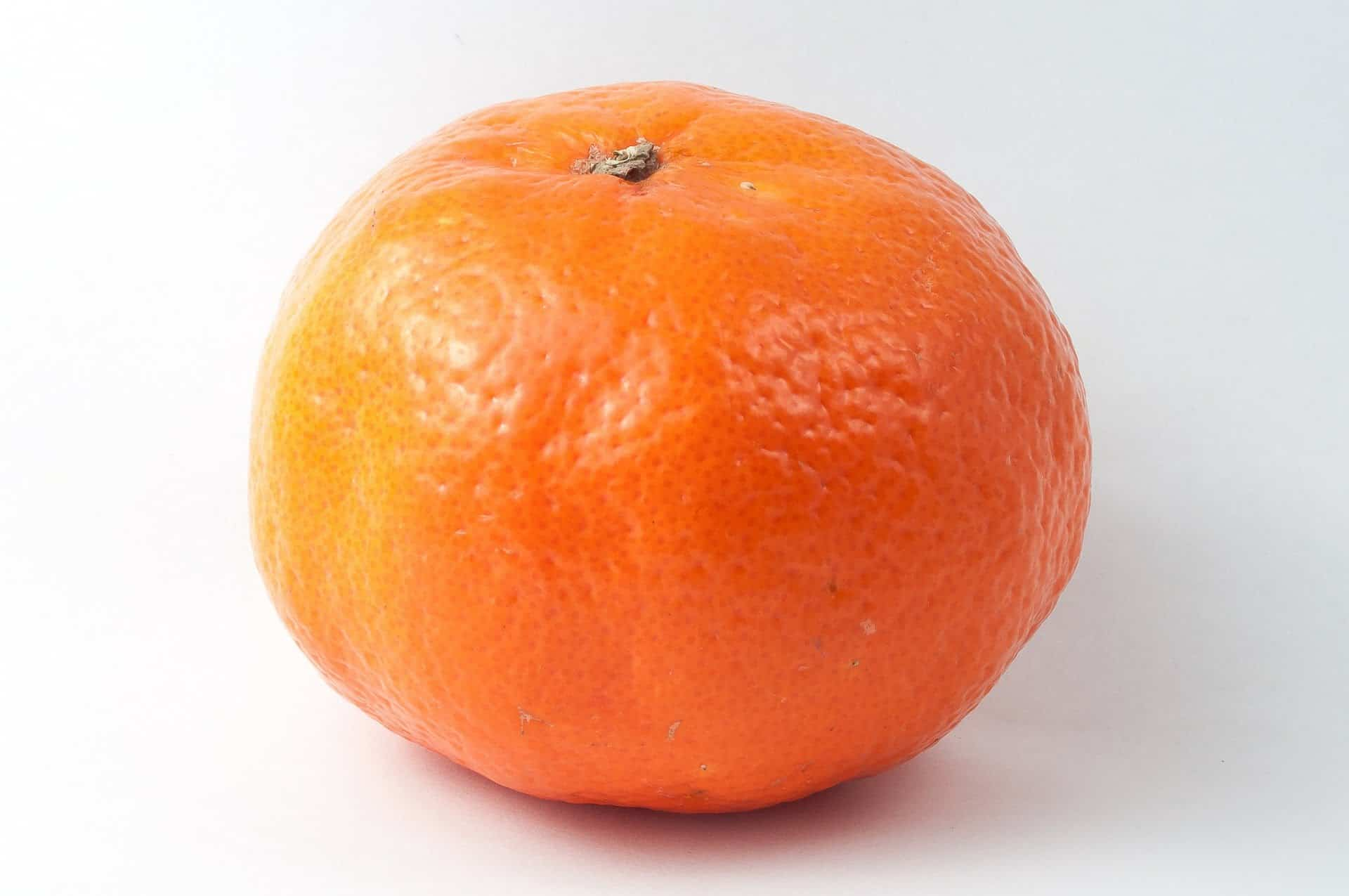 Яркий мандарин