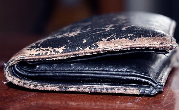 Потертый кошелек